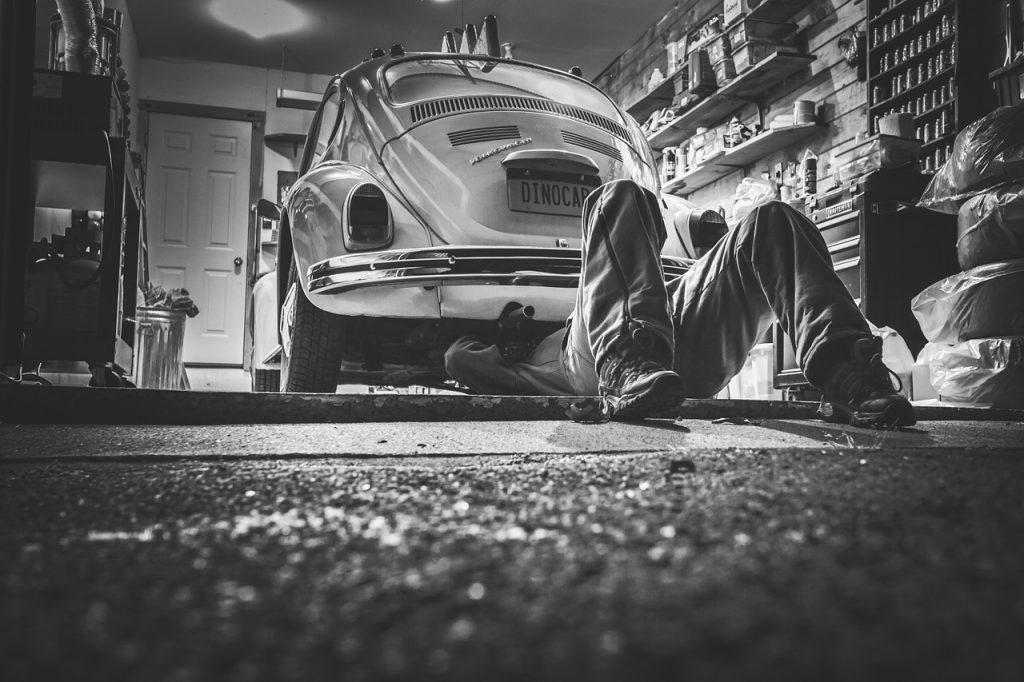 Controlli Base per la Manutenzione Auto